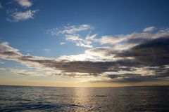 Zonsondergang in de Atlantische Oceaan Stock Afbeeldingen