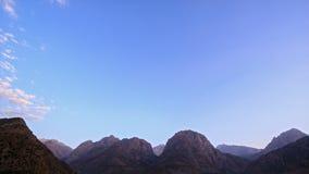 Zonsondergang in de bergen Geschoten op Canon 5D Mark II met Eerste l-Lenzen Tadjik Pamir, stock video