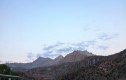 Zonsondergang in de bergen Geschoten op Canon 5D Mark II met Eerste l-Lenzen tajikistan stock video