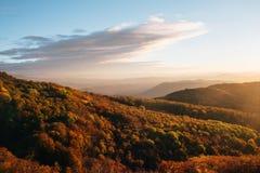 Zonsondergang in de bergen in de Krim Stock Afbeelding
