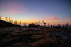 Zonsondergang in de bergen in Serra da Freita royalty-vrije stock afbeeldingen