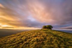 Zonsondergang in de bovenkant van de berg Stock Afbeeldingen
