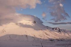 Zonsondergang in de de bergen en maan van Sibillini royalty-vrije stock fotografie