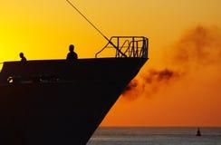 Zonsondergang in de haven stock afbeeldingen