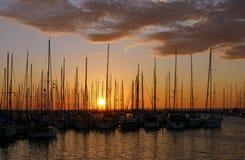 Zonsondergang in de haven Stock Fotografie