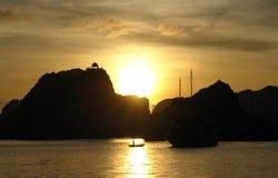Zonsondergang in de Lange Baai van Ha Royalty-vrije Stock Foto