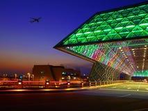 Zonsondergang in de luchthaven royalty-vrije stock afbeeldingen