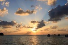 Zonsondergang in de Maldiven Stock Afbeeldingen