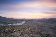 Zonsondergang in de natuurlijke Reserve van Feynan in Jordanië stock afbeelding