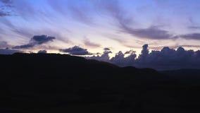 Zonsondergang in de Siciliaanse heuvels stock footage