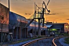 Zonsondergang in de spoorwerf Stock Foto