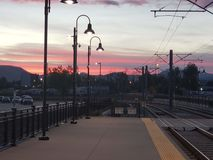 Zonsondergang in de stad! stock foto