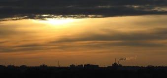 Zonsondergang in de stad royalty-vrije stock afbeeldingen