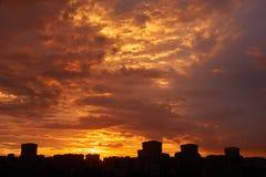 Zonsondergang in de stad Stock Foto