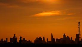 Zonsondergang in de stad van Bangkok Stock Afbeeldingen