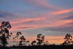 Zonsondergang in de voorsteden Royalty-vrije Stock Afbeeldingen
