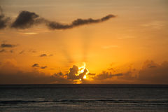 Zonsondergang in de Vreedzame Oceaan Stock Foto