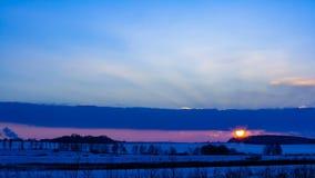 Zonsondergang in de winter stock videobeelden