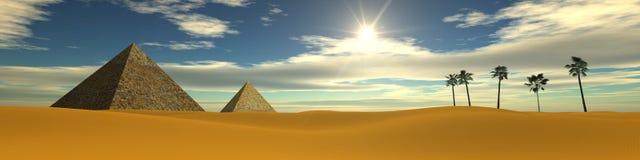 Zonsondergang in de woestijn Egyptische Piramides stock afbeeldingen