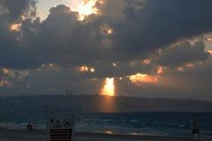 Zonsondergang in de wolken royalty-vrije stock foto's
