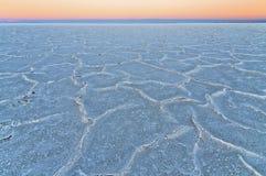 Zonsondergang in de zoute woestijn in Bolivië Stock Fotografie
