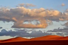 Zonsondergang dichtbij de oase Siwa Stock Afbeelding