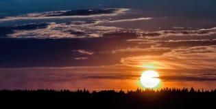 Zonsondergang dichtbij Moskou Stock Afbeeldingen