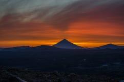 Zonsondergang dichtbij Mutnovsky-vulkaan Stock Afbeelding