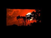 Zonsondergang die door het venster van het steenkasteel kijken stock afbeelding
