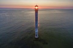 Zonsondergang die overgehelde Kiipsaare lighhouse in Estland verlichten Royalty-vrije Stock Foto