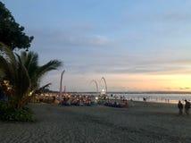 Zonsondergang die van het strand wordt gezien Het is zeer mooi Strand en zonsonderganghemel royalty-vrije stock fotografie