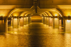 Zonsondergang die van het water wordt weerspiegeld Royalty-vrije Stock Afbeelding