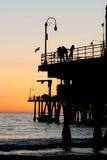 Zonsondergang door de pijler Royalty-vrije Stock Foto's