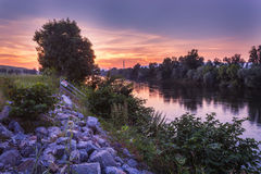 Zonsondergang door de rivier Royalty-vrije Stock Afbeelding