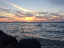 Zonsondergang door een meer Royalty-vrije Stock Fotografie