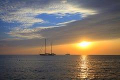 Zonsondergang door het jacht Royalty-vrije Stock Foto's