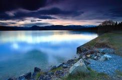 Zonsondergang door het meer Stock Foto