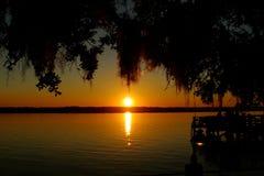 Zonsondergang door het meer Stock Foto's