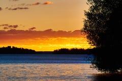 Zonsondergang door het meer royalty-vrije stock foto's