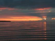 Zonsondergang door het overzees stock afbeeldingen