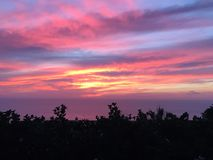 Zonsondergang door het strand Stock Foto's