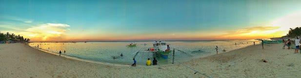 Zonsondergang door het strand Stock Foto