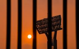 Zonsondergang door houten vensters Stock Afbeelding