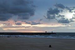 Zonsondergang door Noordelijke Overzees Stock Fotografie