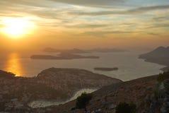 Zonsondergang in Dubrovnik met een mening naar het overzees Stock Foto