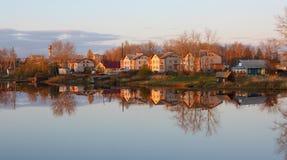 Zonsondergang in een dorp. Royalty-vrije Stock Afbeelding