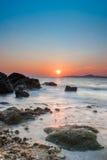 Zonsondergang in een overzeese kust van Pattaya Stock Foto's