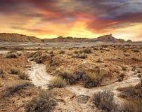Zonsondergang in een troosteloos landschap royalty-vrije stock foto