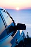 Zonsondergang en auto stock afbeelding