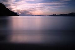 Zonsondergang en bergen royalty-vrije stock foto